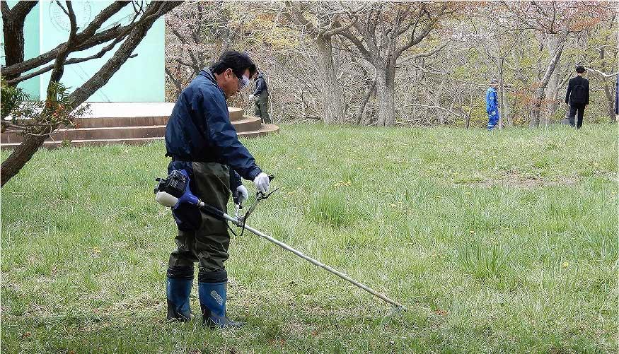 測量山唐松平公園での草刈り作業